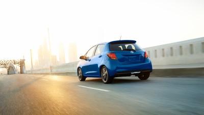 2017-toyota-yaris-blue-rear