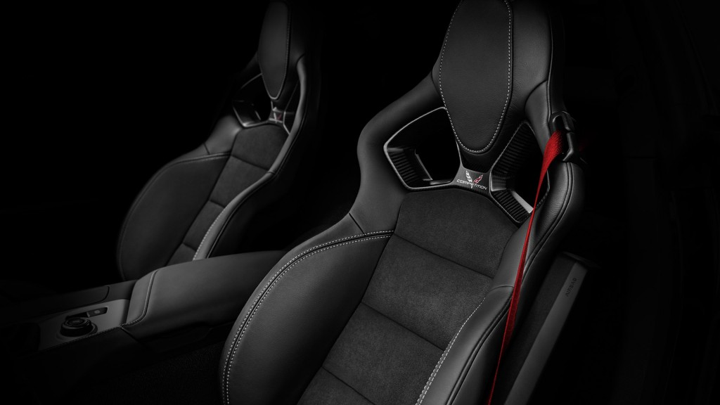 2017-chevy-corvette-grand-sport-seats