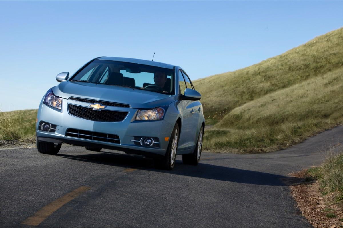 2013-Chevrolet-CruzeLTZ-004-medium
