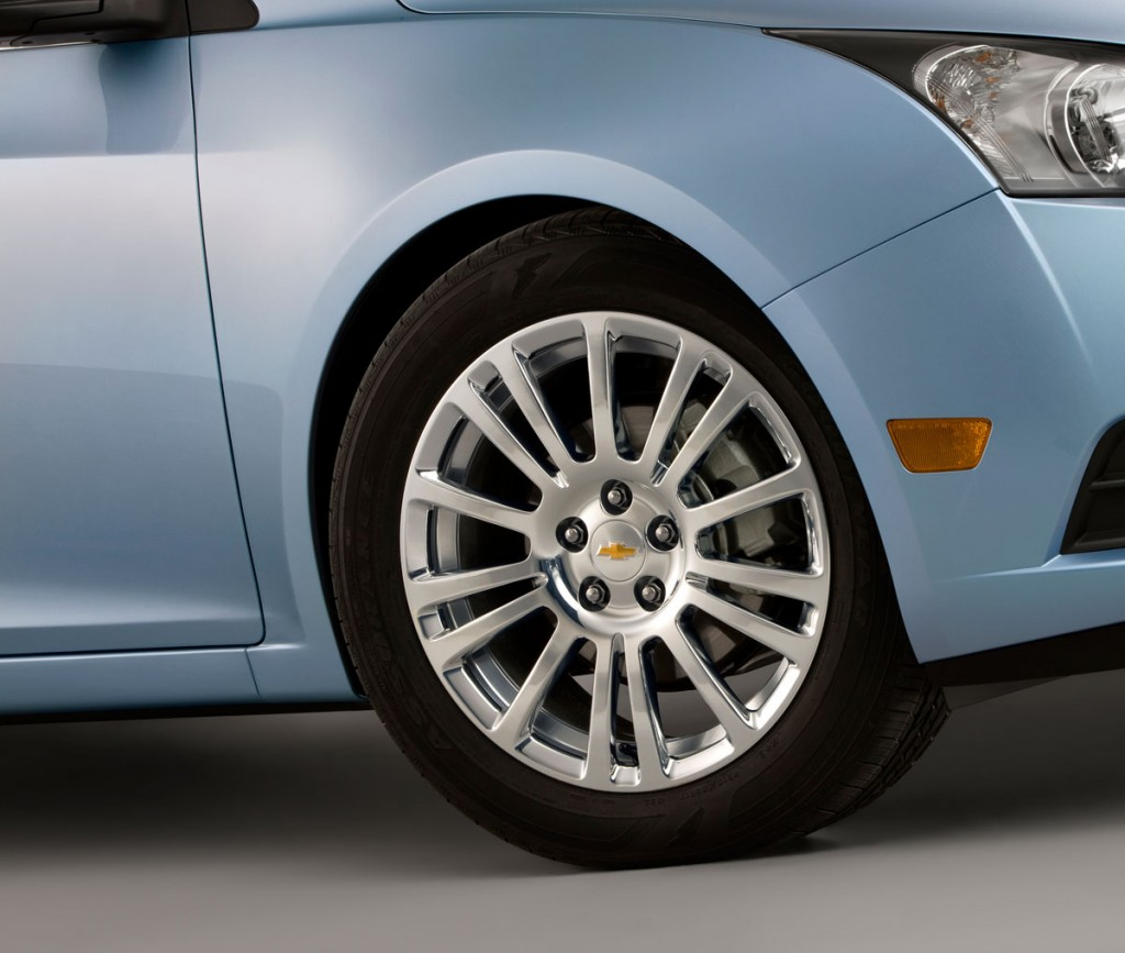 2012_Chevrolet_Cruze_ECO_low-rolling-resistance-tires1