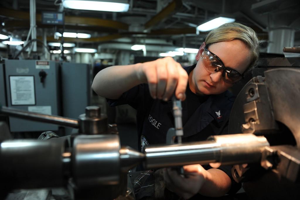 Sailor-Texas_native_works_in_repair_shop_aboard_USS_John_C._Stennis