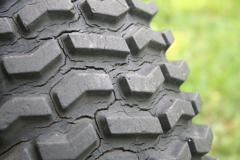 Weather-cracked_Tire