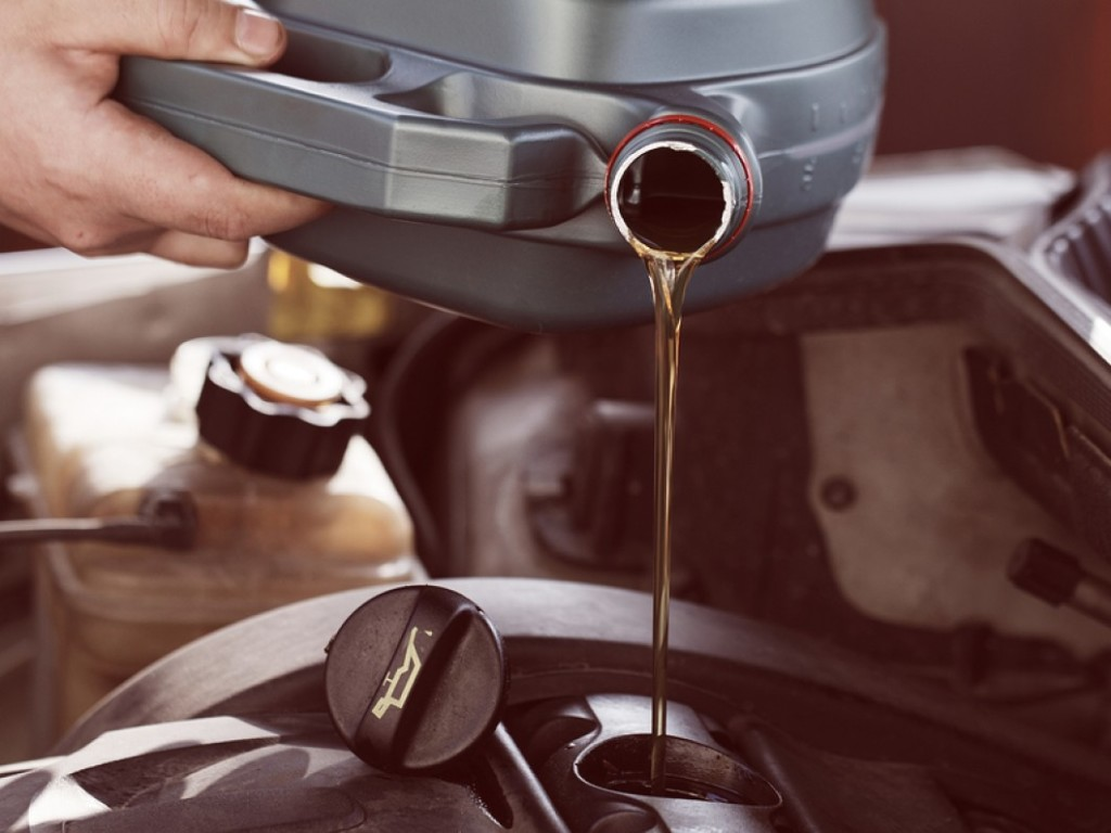 Fresh-Motor-Oil