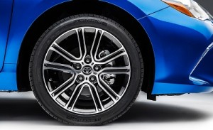 2016-Toyota-Camry-18-inch-Alloy-Wheel