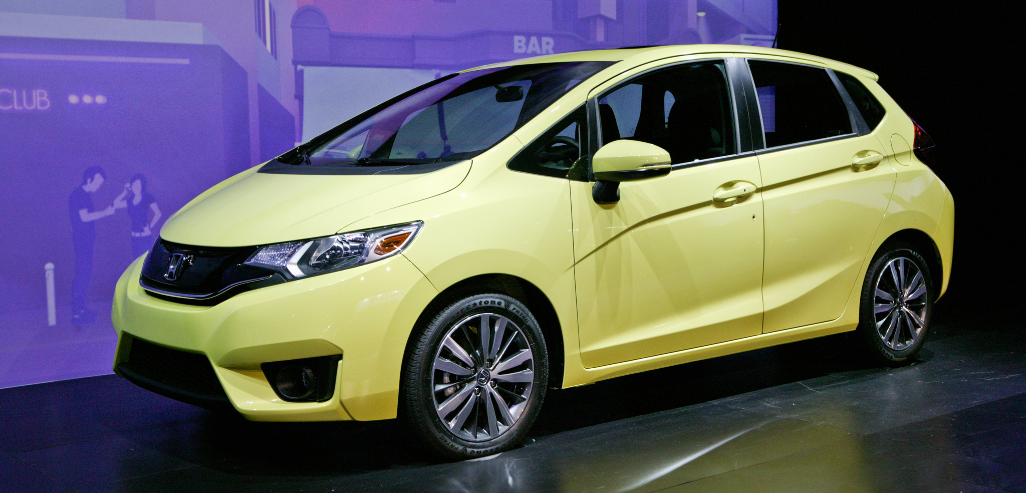 2015-Honda-Fit-front-three-quarter
