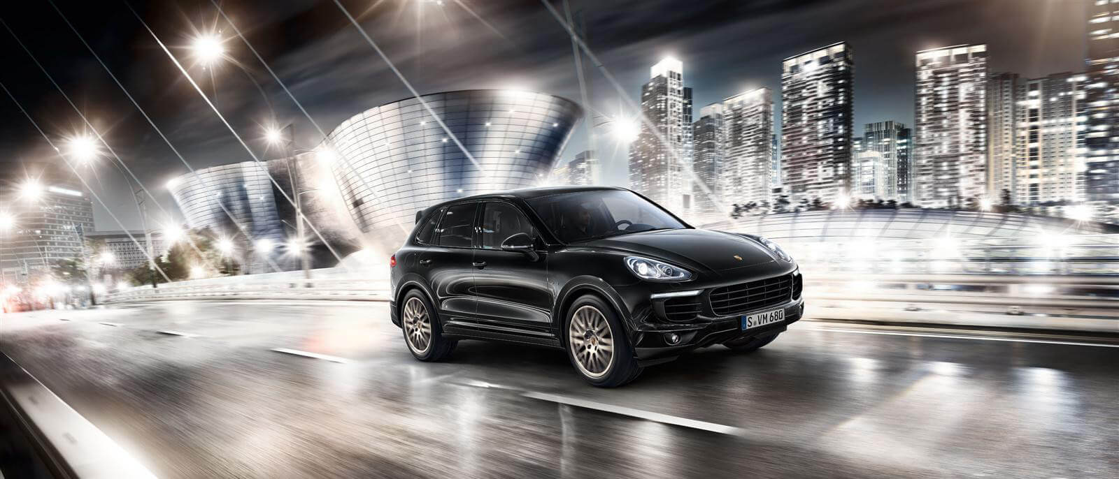 Porsche Cayenne Platinum Edition S E-Hybrid Platinum on road