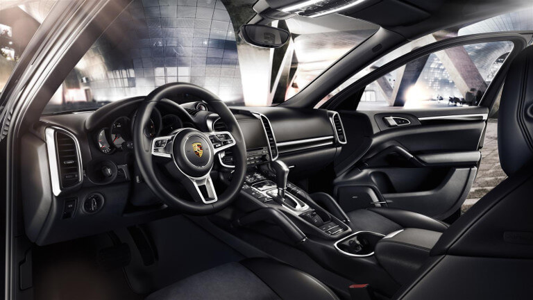 Interior of Porsche Cayenne Platinum Edition S E-Hybrid Platinum