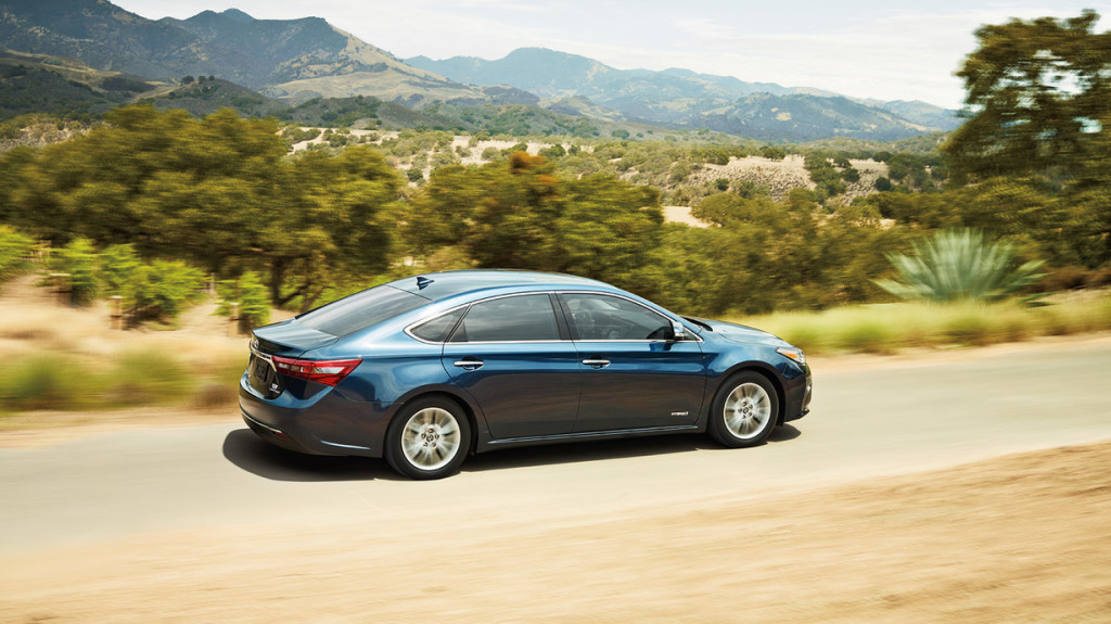 2016 Toyota Avalon Trail Driving