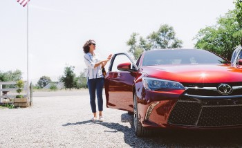 2017 Toyota Camry red exterior model