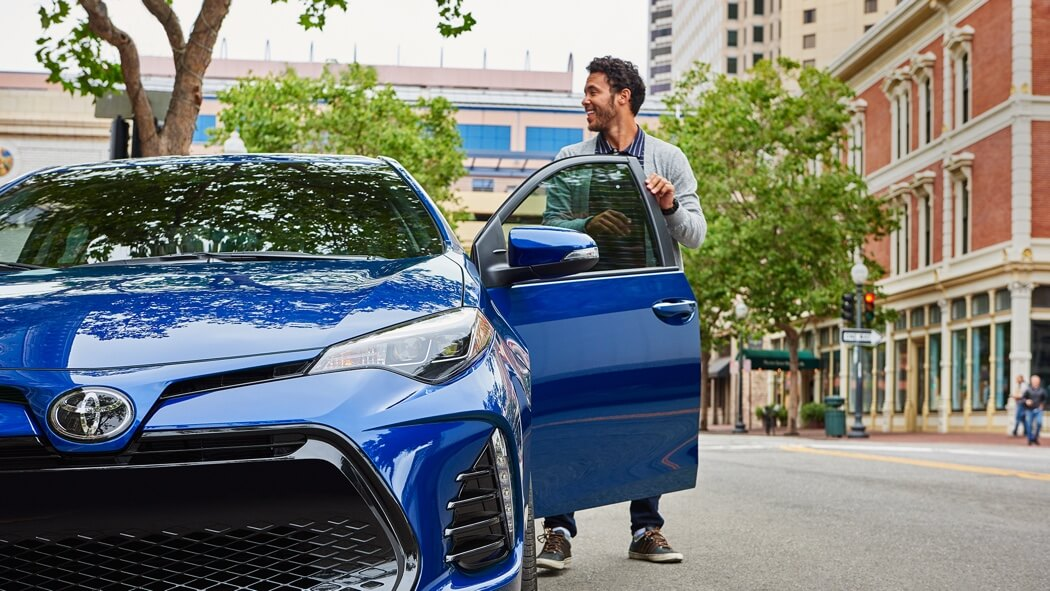 2017 Toyota Corolla blue exterior model
