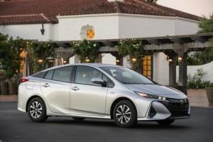 2017_Toyota_Prius_Prime_Premium_013_E549EBA4592732B899245C1BE05053F5A2CD9B74_low