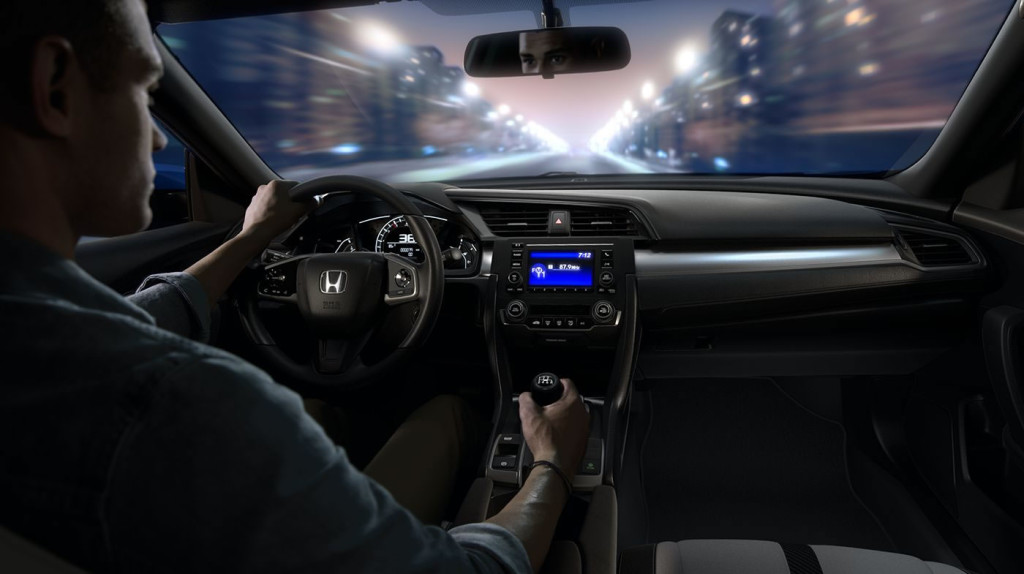 2016-civic-coupe-touring-int-driver-cabin-feature
